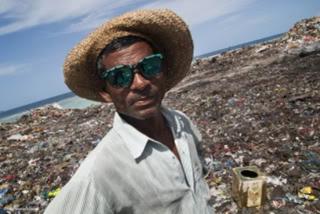 Maldive: aria tossica e di rivolta